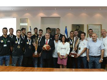 Treffen mit der U-20-FIBA-Basketball-Mannschaft
