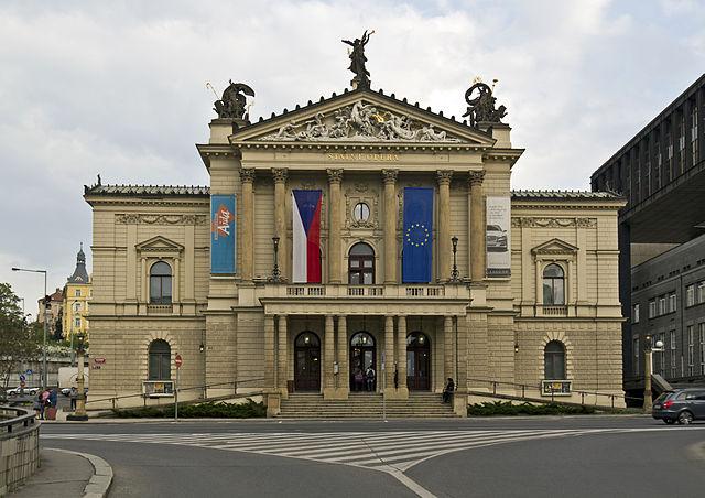 Kulturstaatsministerin Grütters bei Wiedereröffnung der Prager Staatsoper