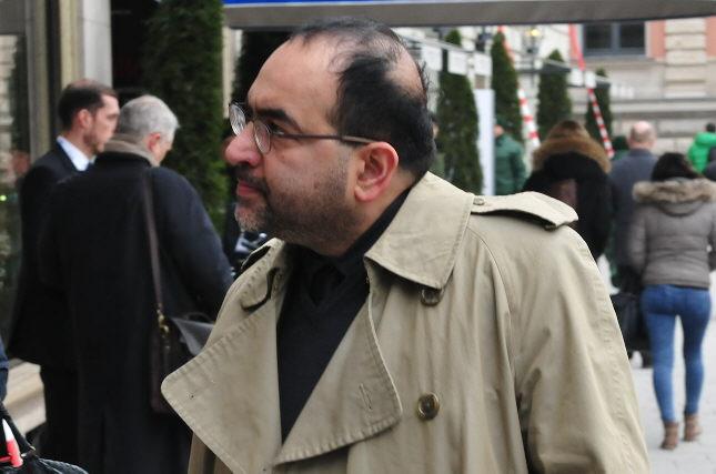 Nouripour versucht, kritische Berichterstattung über seine Heuchelei zu manipulieren