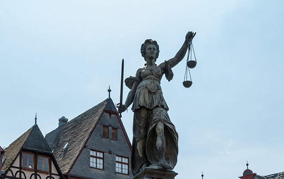 In diesem Gerichtssaal gelten nicht die Regeln von Wikipedia, sondern deutsches Recht