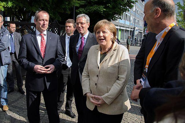Merkels CDU legt in der Wählergunst zu – warum und wofür?