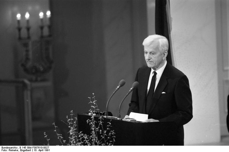 Rede von Bundespräsident von Weizsäcker 1985 zu 40 Jahren Befreiung