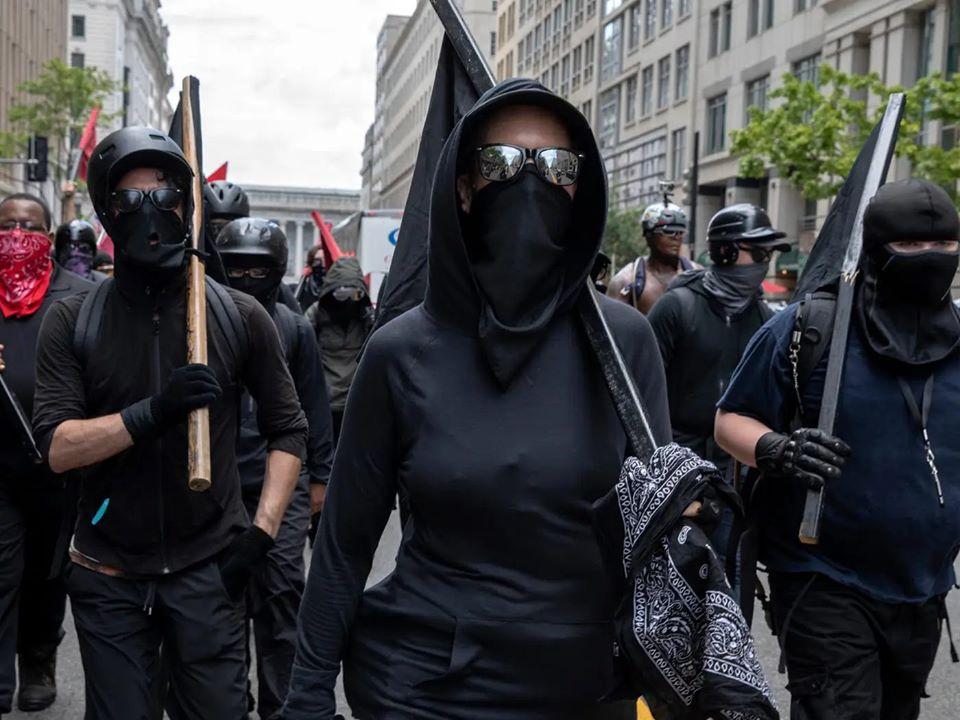 """""""Antifa"""" brennt Haus mit Kind darin nieder [Video]"""