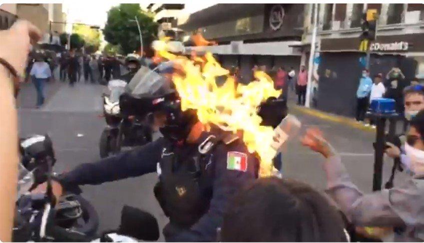 """""""Antifa"""" überschütten Polizisten mit Benzin und zünden ihn an"""