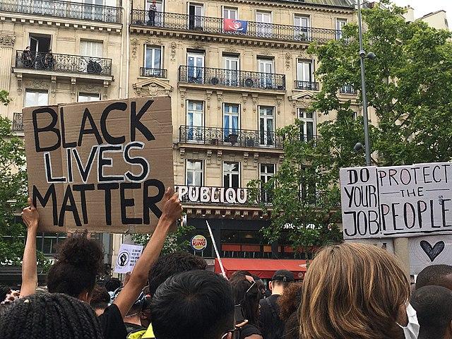 """Antisemitische Ausschreitungen bei Pariser Aufmarsch von """"Antifa"""" und """"Black Lives Matter"""""""