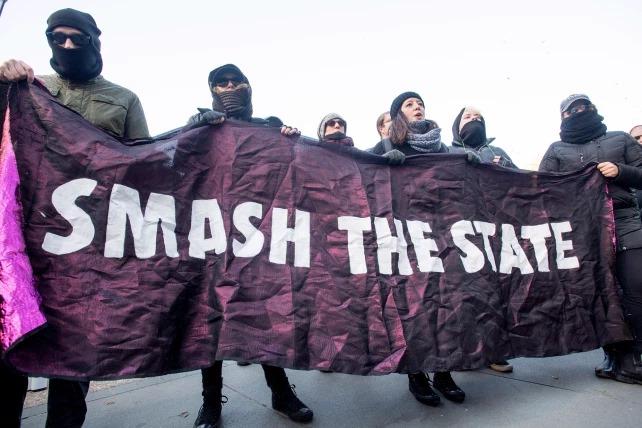 """Angela Merkel finanziert """"Antifa""""-Unterstützer"""