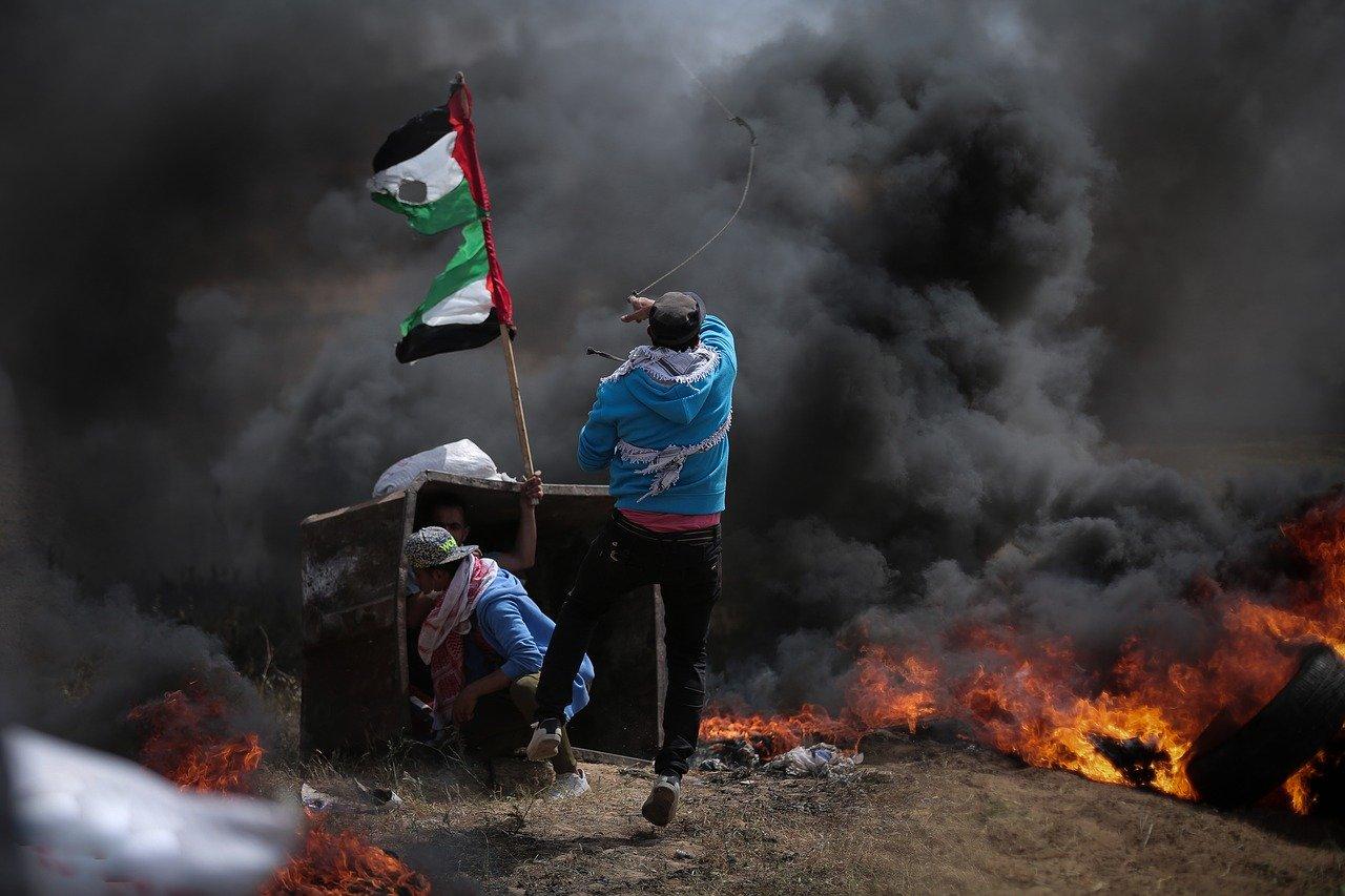 Bei Protesten in Haifa rufen israelische Araber dazu auf Soldaten und Mitarbeiter des Shin Bet zu entführen [Video]