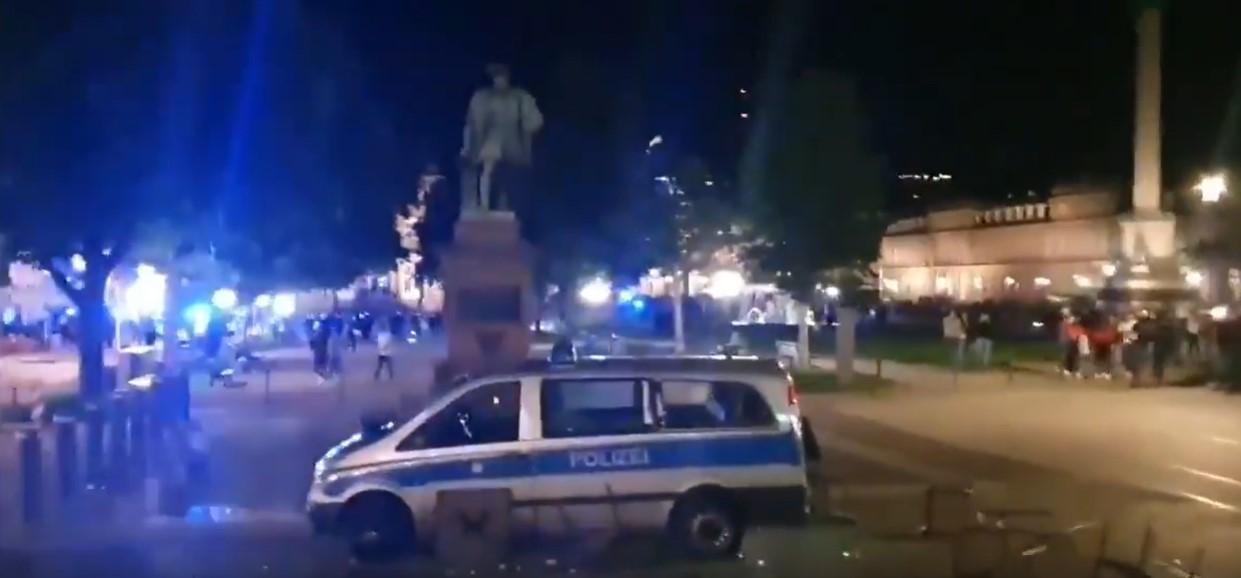 Straßenschlachten mit der Polizei in Stuttgart letzte Nacht [Video]