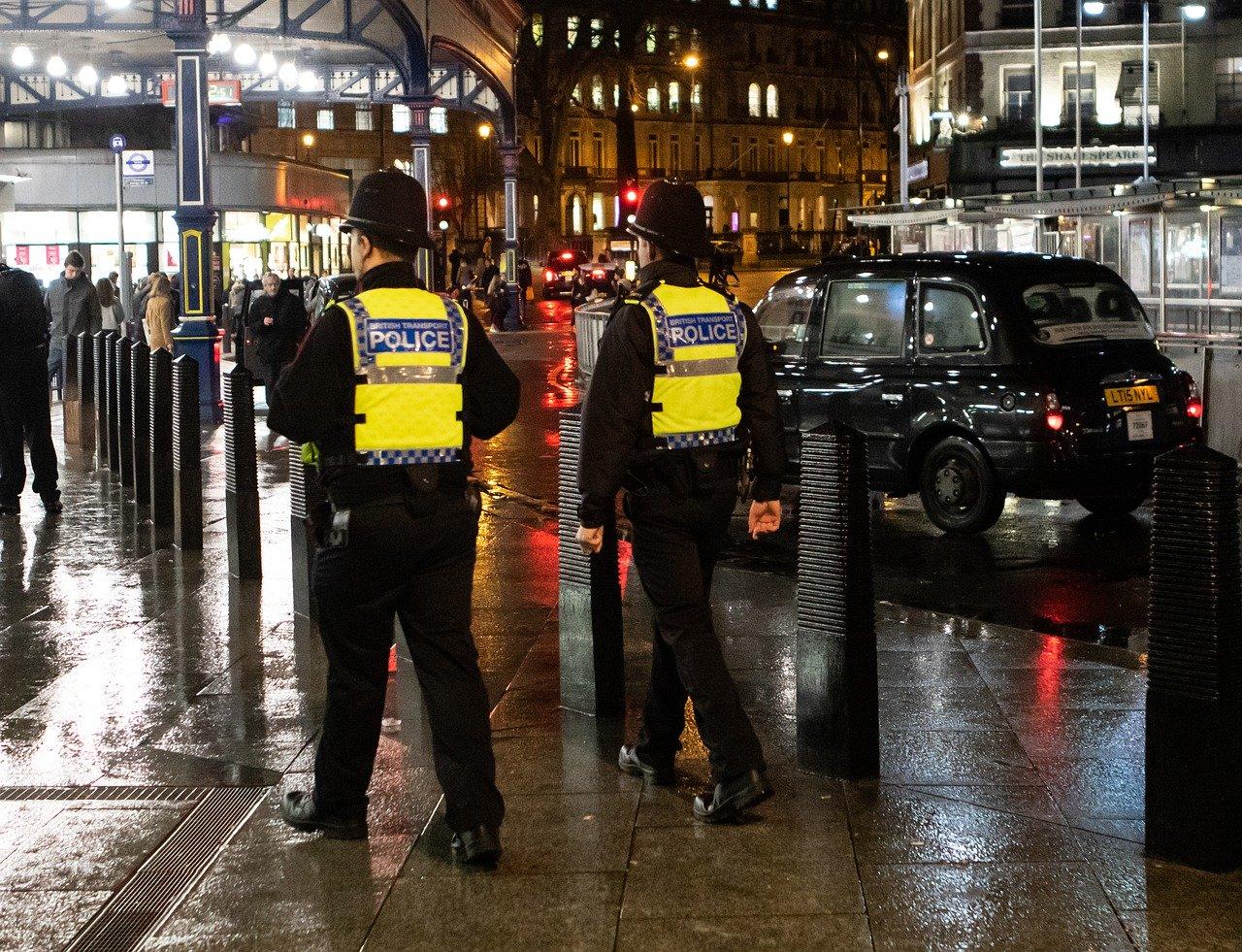 Terroranschlag in der Stadt Reading nahe London - 3 Menschen getötet bei Messerangriff