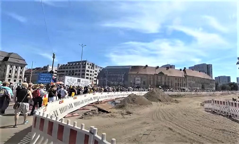 Mehr als 17.000 Teilnehmer bei Anti-Corona-Demo: Veranstaltung ofiziell beendet
