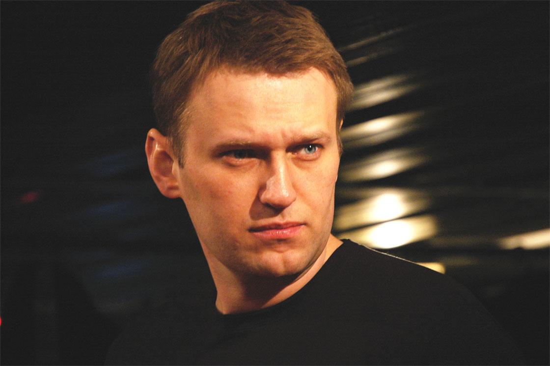 Der russische Oppositionsführer Alexei Navalny wurde nach Verdacht auf Vergiftung ins Krankenhaus eingeliefert