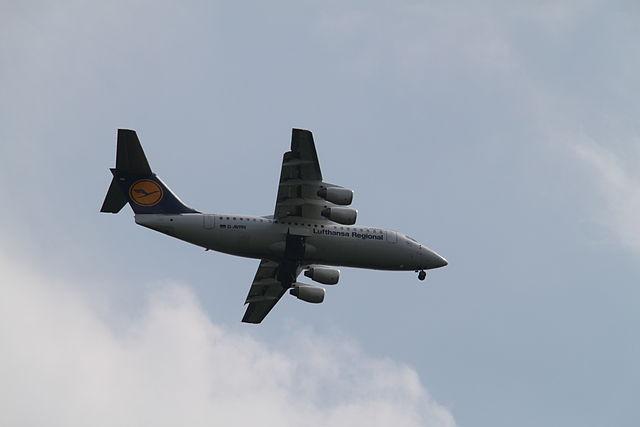 Internationale Luftfahrt im Sturzflug