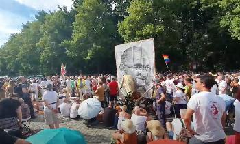 Staranwalt: Dürfen Politiker in Zukunft Anti-Corona-Demos verbieten lassen?