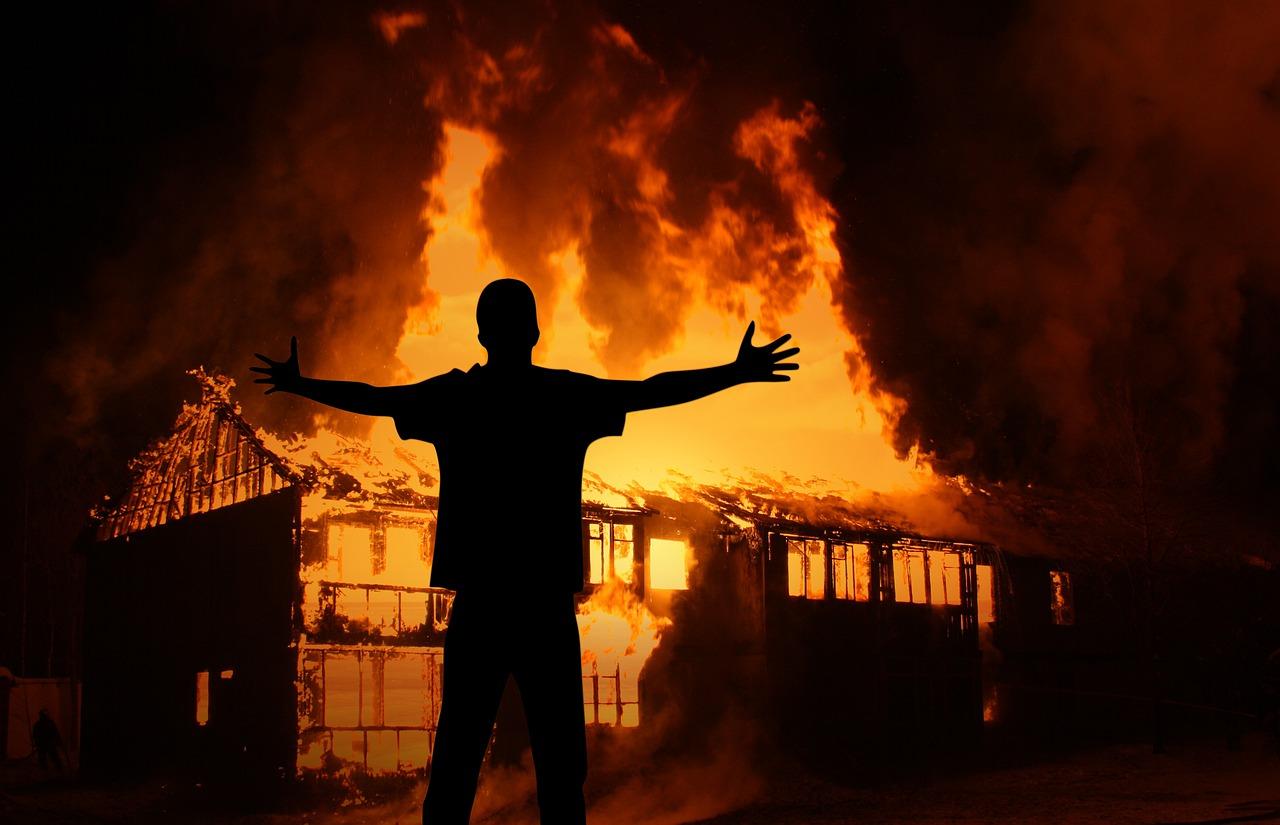 Brandanschläge auf Haredi-Geschäfte in Arad