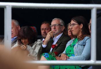 Labour-Partei: Uneinsichtiger Corbyn will Suspendierung bekämpfen