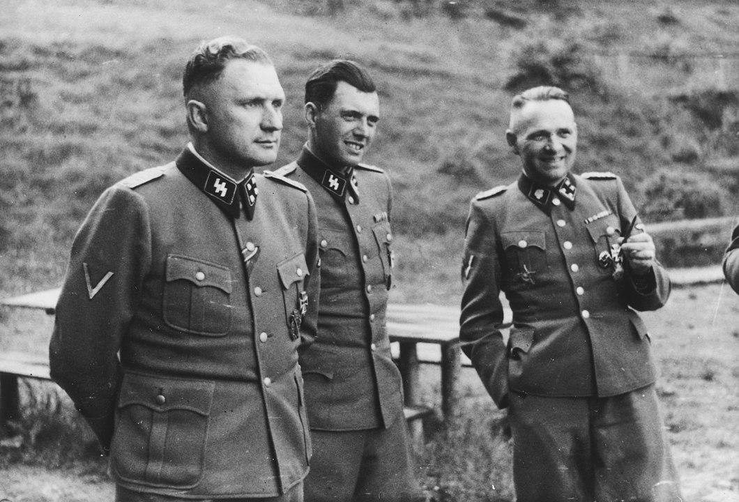 Die griechische Zeitung vergleicht Pfizers jüdischen CEO mit dem Nazi-Arzt Josef Mengele
