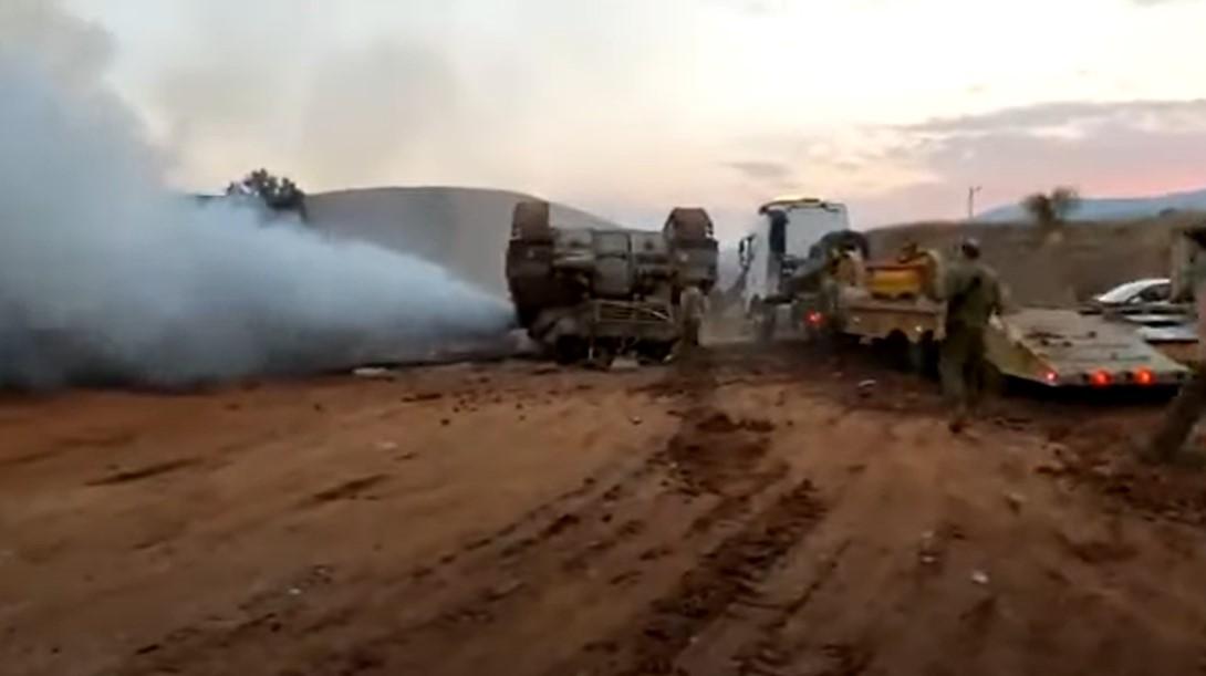 Fast eine Katastrophe, als der IDF-Panzer im Jordantal umkippt [Video]