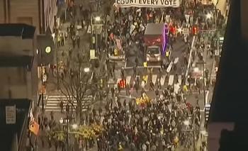 Antifa-Demonstranten führen in Portland einen