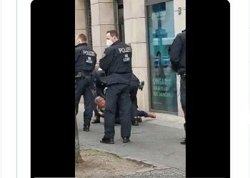Bundestagsabgeordneter-Hilse-von-Polizisten-vor-Bundestag-gewaltsam-zu-Boden-gerissen-Video