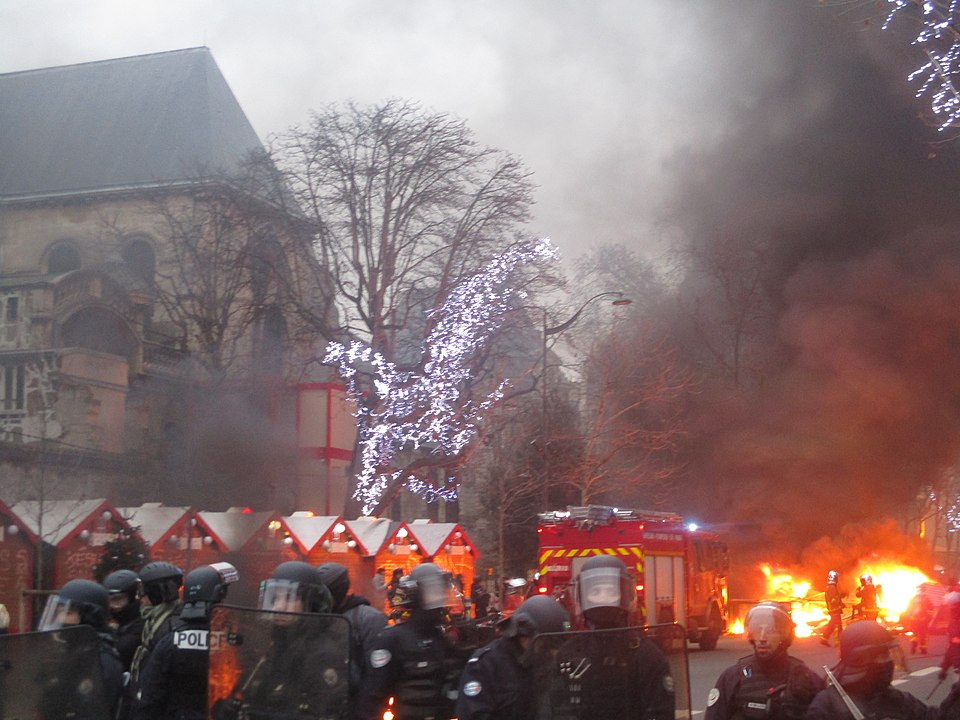 Ausschreitungen bei Demonstration in Paris