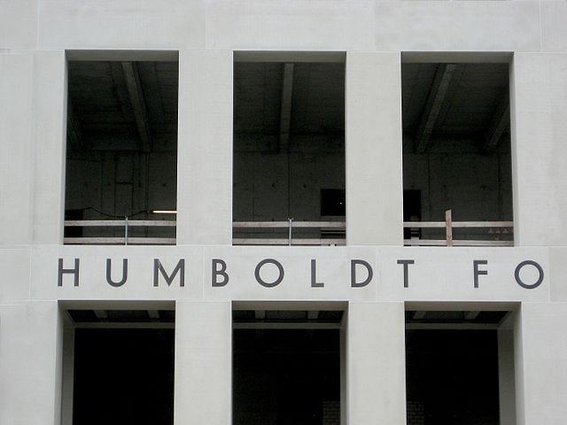 Grütters eröffnet Humboldt Forum