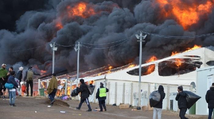 Das Feuer im Flüchtlingslager Lipa und seine Begleitumstände