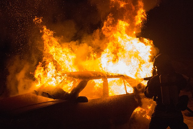 Arabische Bande fackelt Polizeiauto in der nordisraelischen Stadt Kiryat Shmona ab