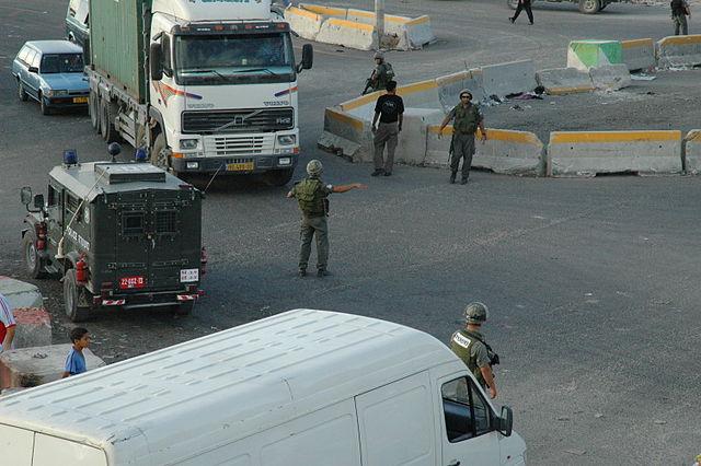 Terrorist versucht Wachmann am Qalandiya-Kontrollpunkt zu erstechen