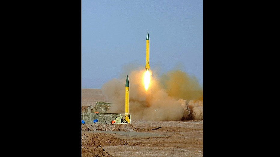 Der Iran startet während der Übung ballistische Raketen gegen Kriegsschiffe
