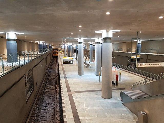 Geschichte und Geschichten um die 5 neuen U-Bahnhöfe Berlins