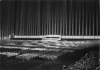 Die Kongressabgeordnete aus Illinois entschuldigt sich für den Hinweis Hitlers bei der Kundgebung