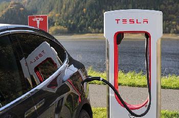 US-Behörde fordert Rückruf von 158.000 Tesla-Fahrzeugen