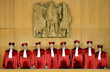 Ein Berliner Richter erhebt Verfassungsbeschwerde gegen die Corona Verordnungen