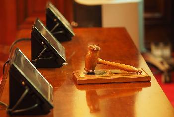 Richter entscheidet für Menschenwürde und gegen Kontaktverbote