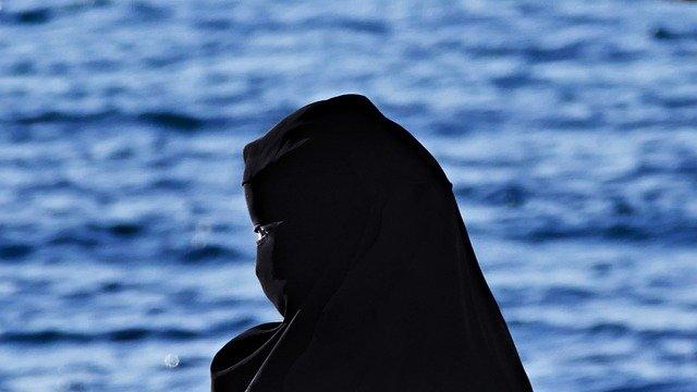 Teheran will auch Exiliranerinnen unter den Schleier zwingen