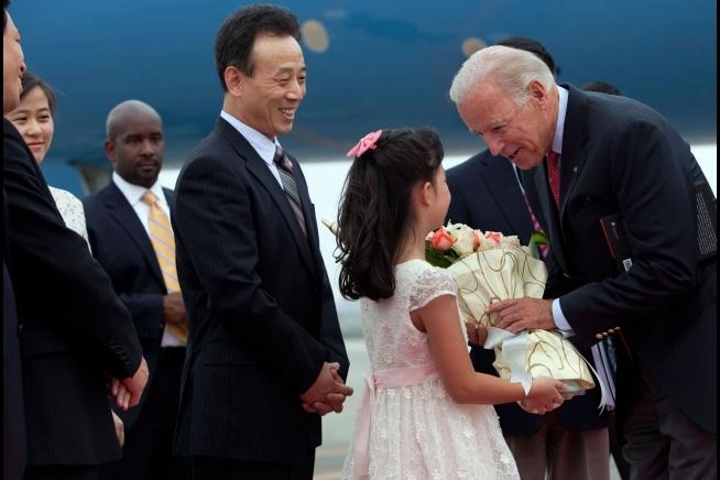 Während Chinas Big-Tech auf Amerika schiesst, signalisiert Biden Kapitulation