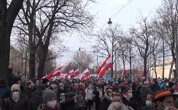 Tausende-auf-AntiCoronaDemonstration-in-Wien