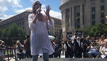 """US-Aktivistin Linda Sarsour nutzt Wahnidee vom """"jüdischen Weltraumlaser"""", um Antisemtismus zu verbreiten"""