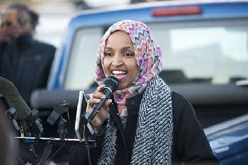 Republikanischer Abgeordneter fordert das Ilhan Omar aus dem Ausschuss für auswärtige Angelegenheiten entfernt wird