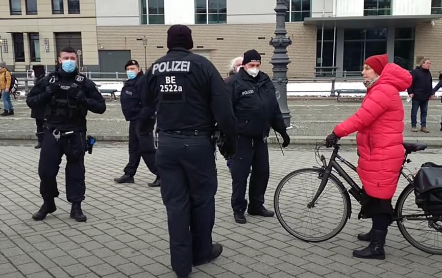 Polizei mit Corona-Bürgerkrieg total überfordert