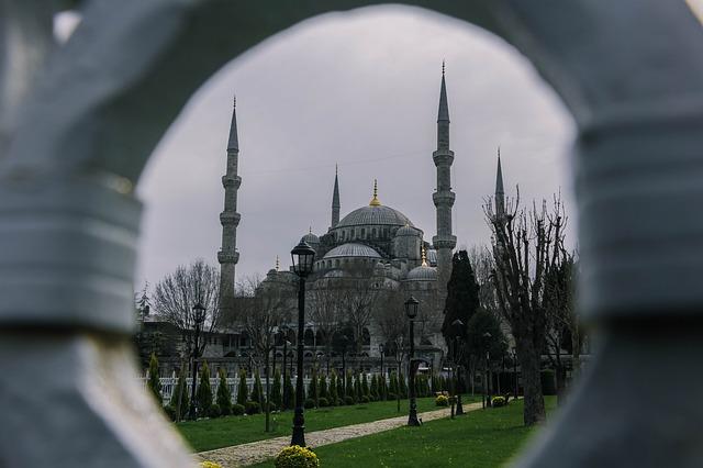 Islam fordert von Migranten ihre westlichen Wohltäter zu hassen
