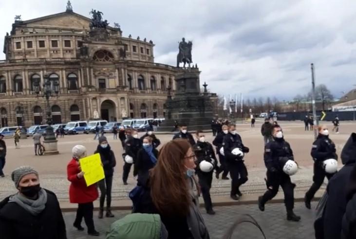 """Polizeisprecher zu Querdenken-Demo in Dresden: """"Es gab keine Gewalt"""""""