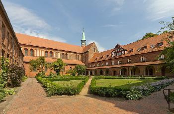 Äbtissin gibt 30 Migranten Klosterasyl – einem Christen nicht