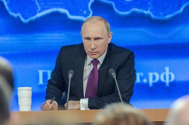 Putin unterzeichnet Gesetzt das ihm erlaubt bis 2036 an der Macht zu bleiben