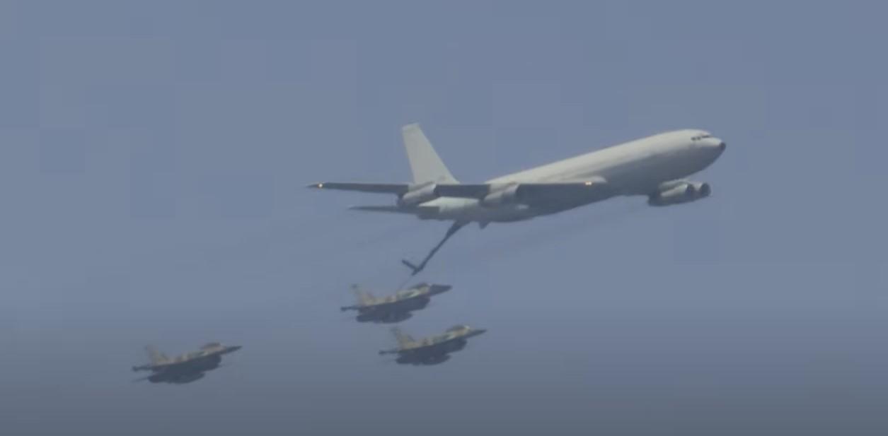 Flugshow zum israelischen Unabhängigkeitstag [Video]