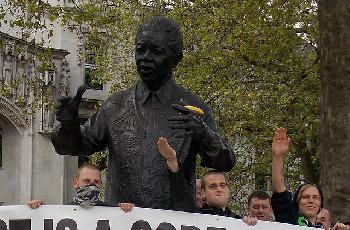 Londoner-Polizist-wegen-Mitgliedschaft-in-einer-NeonaziTerrorgruppe-verurteilt