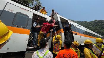 Taiwan: Bei einem Zugunglück sind mindestens 51 Menschen ums Leben gekommen