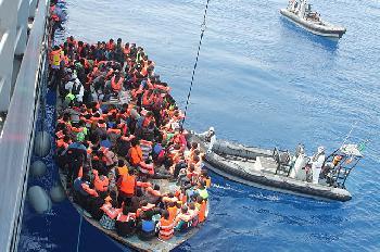 Athen: Von Kriegsschiffen begleitete Migranten keine Flüchtlinge