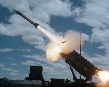 Die IDF greift Syrien als Reaktion auf eine Rakete an, die tief in das israelische Territorium eindringt