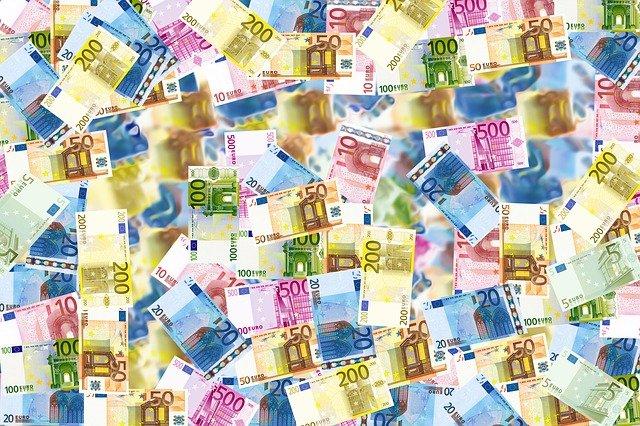EU-Kommission will Barzahlungen über 10.000 Euro verbieten